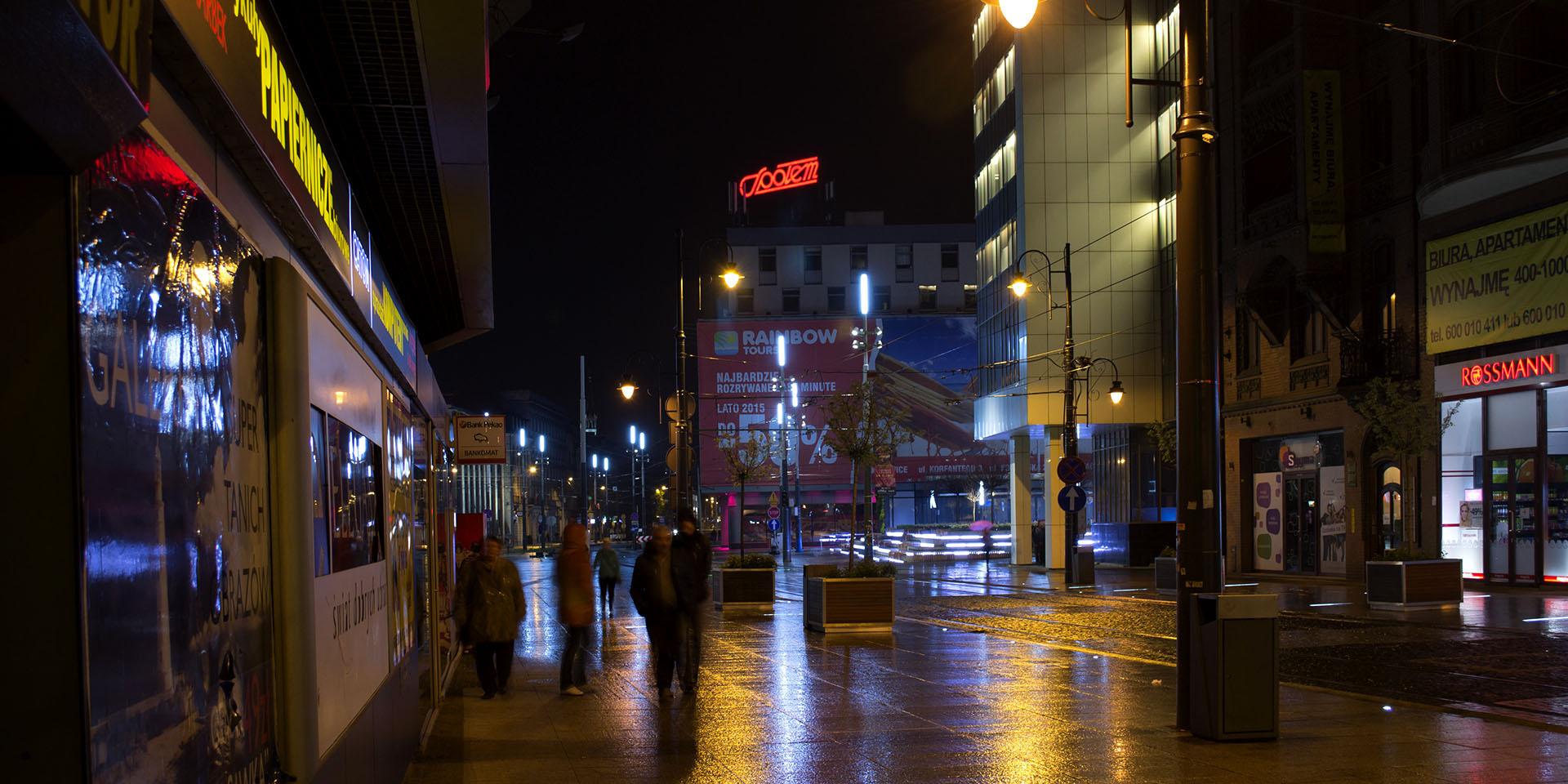 e96c486552f08 Neon Katowice Społem, litery LED Katowice. Montaż na dachu DH Zenit na  Rynku w Katowicach.